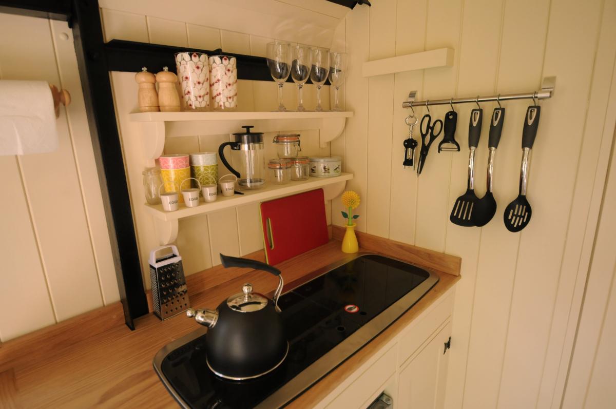 100 white hut kitchen | door handles wall cabinet hardware hut 3