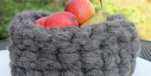Crochet a bowl using chunky dreadlocked yarn