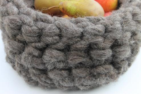 Crochet a bowl using chunky dreadlock yarn